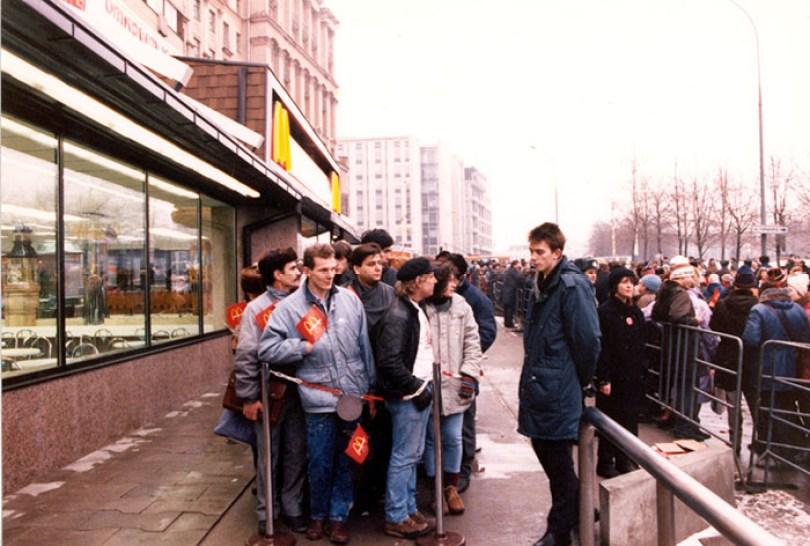 first mcdonald restaurant opens soviet union moscow russia 1900 21 5b963c7f16bf0  700 - O primeiro McDonald's do Comunismo?