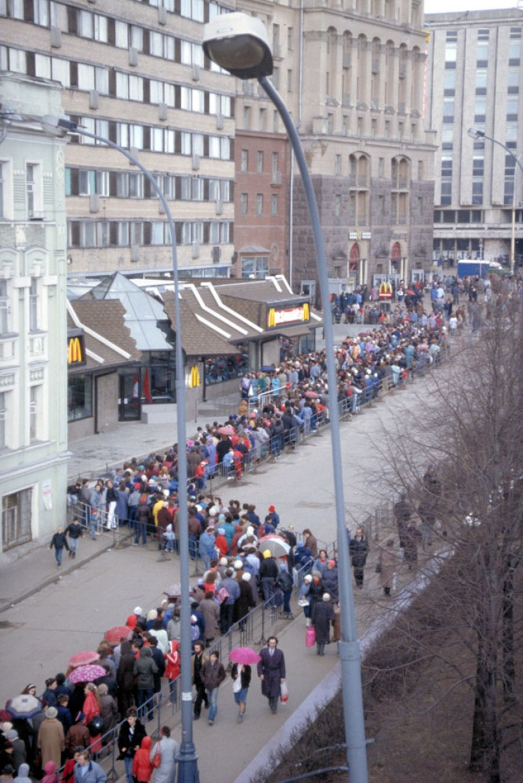 first mcdonald restaurant opens soviet union moscow russia 1900 33 5b963c9a351ac  700 - O primeiro McDonald's do Comunismo?