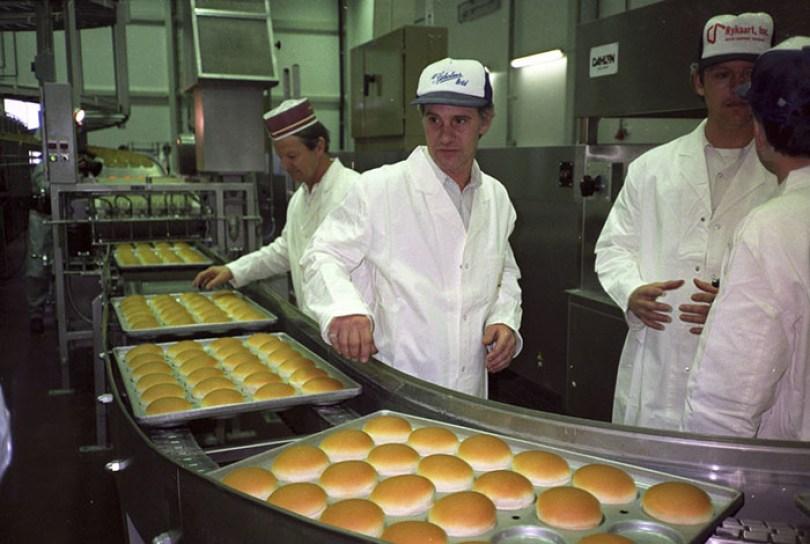 first mcdonald restaurant opens soviet union moscow russia 1900 42 5b963caf2447a  700 - O primeiro McDonald's do Comunismo?