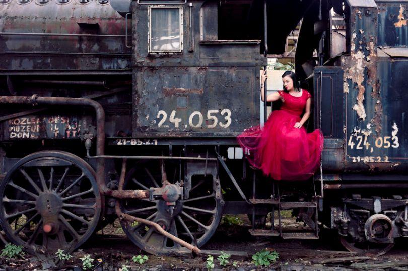 1N1A8744 Edit 2 5bc8aba106a14  880 - Fotógrafo tirou fotos da namorada em locais abandonados da Europa