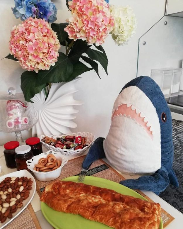 BpZabZGH11C-png__700 IKEA Released An Adorable Plush Shark And People Are Losing Their Minds Over It Design Random