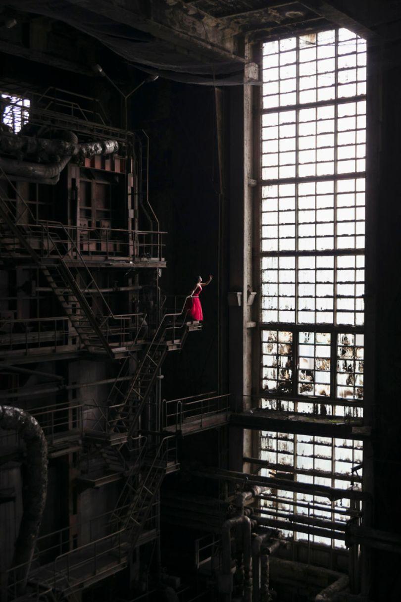 Jade Bladrunner 2 Edit 5bc8abd27984d  880 - Fotógrafo tirou fotos da namorada em locais abandonados da Europa