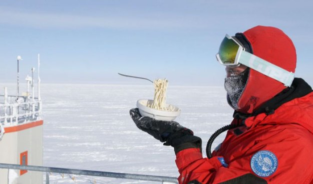 cooking-food-antarctica-cyprien-verseux12-5bbc51ea086f6__700 Astrobiologist Tries Cooking In Antarctica At -94ºF (-70ºC), And The Result Will Crack You Up Design Random