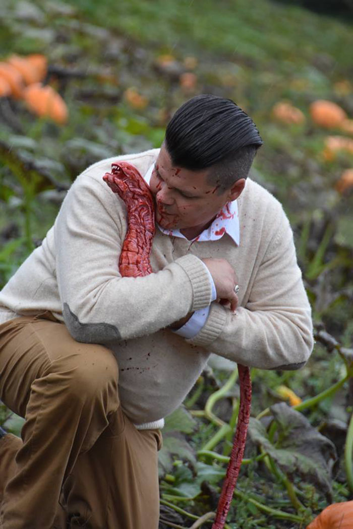 This Is The Most Terrifying Maternity Photo Shoot We've Ever Seen (WARNING: Some Images Might Be Too Brutal) funny maternity photoshoot alien pumpkin field todd cameron li carter 15 5bbdc4c107bbf  700
