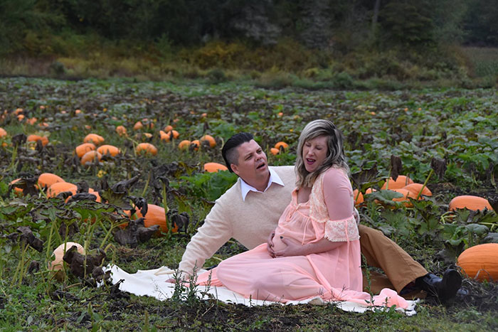 This Is The Most Terrifying Maternity Photo Shoot We've Ever Seen (WARNING: Some Images Might Be Too Brutal) funny maternity photoshoot alien pumpkin field todd cameron li carter 7 5bbdc4b23d611  700