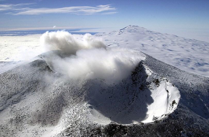 Monte Erebus é um dos poucos vulcões ativos na Terra