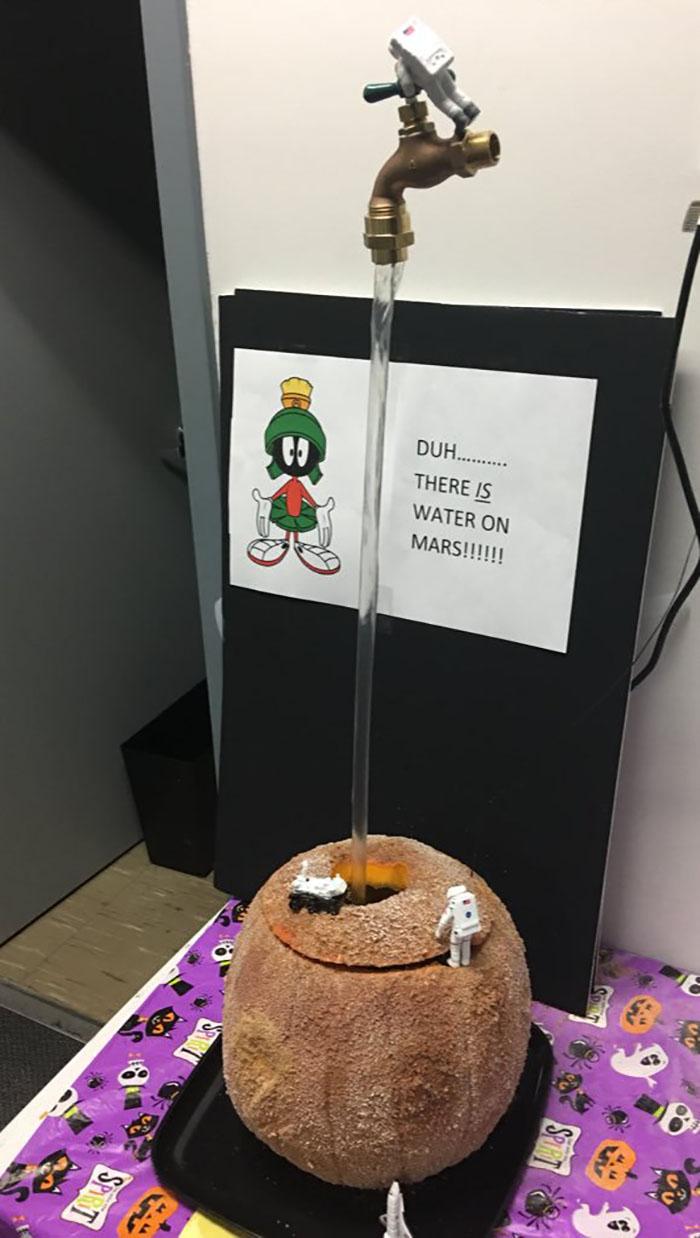 Duh ... ¡Hay agua en Marte!
