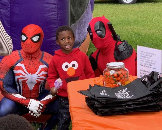 spiderman2-5bd9b9b968708__880 A Lot Of Kids In My Poor Neighborhood Miss Out On Halloween Costumes. I Decided To Change That. I Handed Out Over 100 Today Design Random