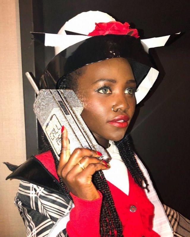 Lupita Nyong'o como Dionne de la película Fuera de onda
