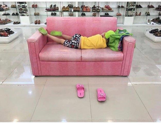 funny-miserable-men-shopping-photos-180-5bff9d5718b6b__700 86 Funny Photos Of Men Shopping With Their Ladies Design Random