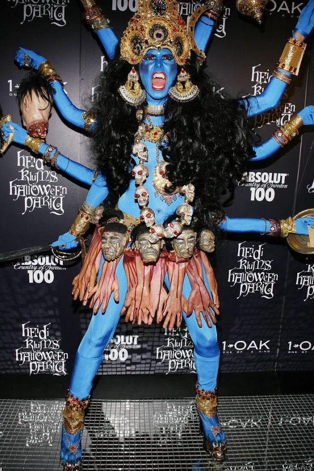 heidi-klum-halloween-costumes-2018-15-5bdaab595ee7f__700 Heidi Klum Finally Reveals This Year's Costume, Proves She's The Queen Of Halloween Once More Design Random