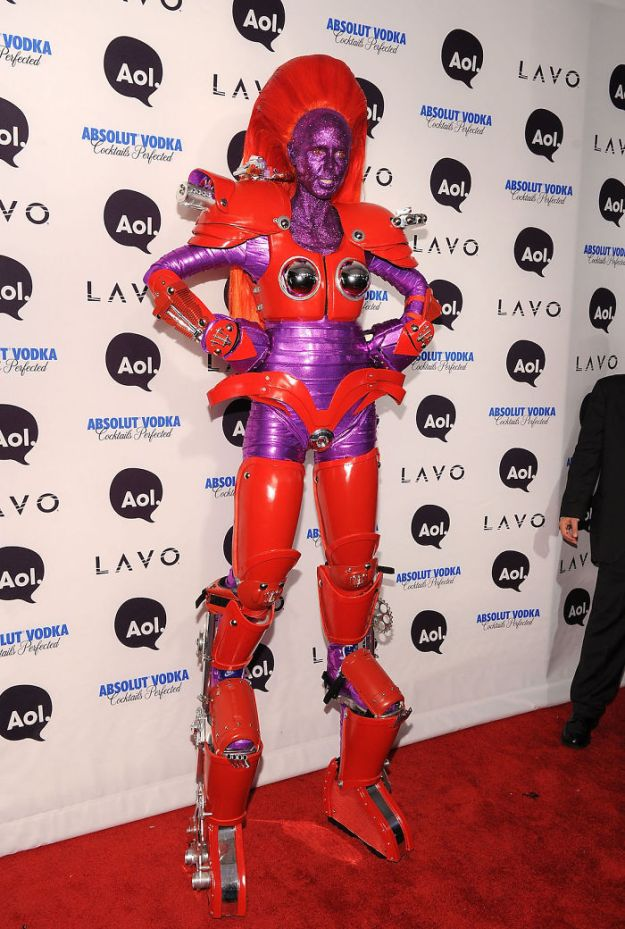 heidi-klum-halloween-costumes-2018-17-5bdaab4721635__700 Heidi Klum Finally Reveals This Year's Costume, Proves She's The Queen Of Halloween Once More Design Random