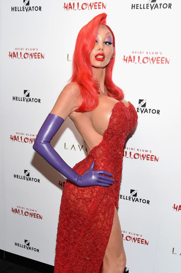 heidi-klum-halloween-costumes-2018-25-5bdaab0f31837__700 Heidi Klum Finally Reveals This Year's Costume, Proves She's The Queen Of Halloween Once More Design Random