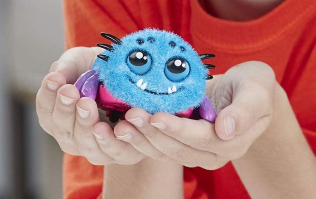 mom-buys-spider-toy-scares-son-hilary-hard-26 Mom Regrets Buying Her Kid A Scream-Activated Spider Toy From Amazon After Learning How It Works Design Random