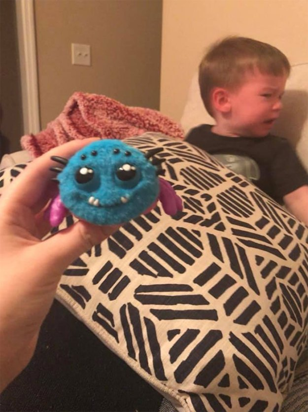 mom-buys-spider-toy-scares-son-hilary-hard-7-5c07850d3b034__700 Mom Regrets Buying Her Kid A Scream-Activated Spider Toy From Amazon After Learning How It Works Design Random