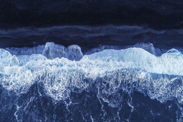 Playa de arena negra, por Balazs3