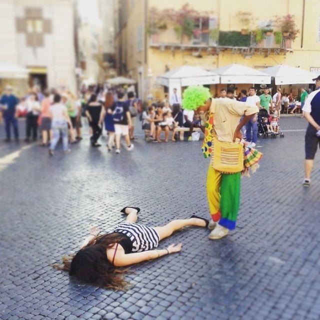 Delante de un payaso en Roma