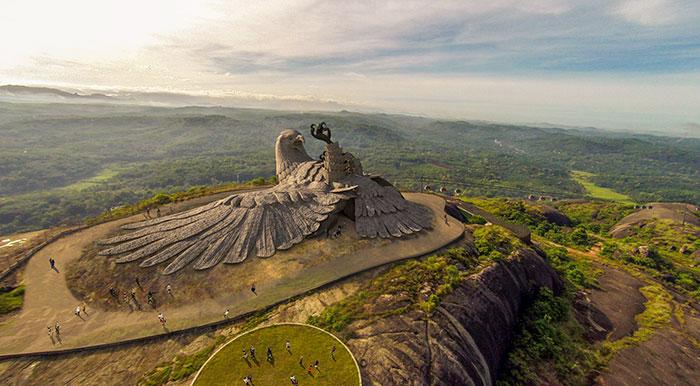 largest bird statue jadayupara jatayu earth centre india 4 5cb990b0b1a93  700 - Artista passou 10 Anos criando a escultura de pássaro mais alto do mundo
