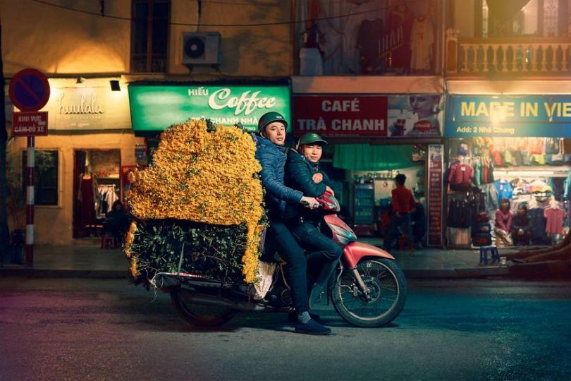 W2 5cd838e42695e  880 - Os motoqueiros-camelô de Hanoi