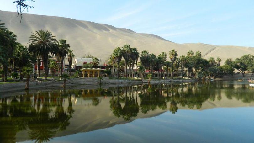 Ica Peru Water Mirror Oasis Of Huacachina 930676 5d027a2bac036  880 - Um oásis no deserto do Peru parece miragem