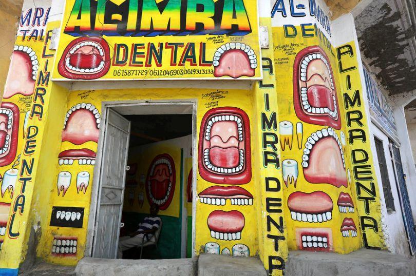 somalia hand painted storefronts 3 5cf4d69993f7a  880 - Você Sabia? Vitrines na Somália tem que ter desenhos