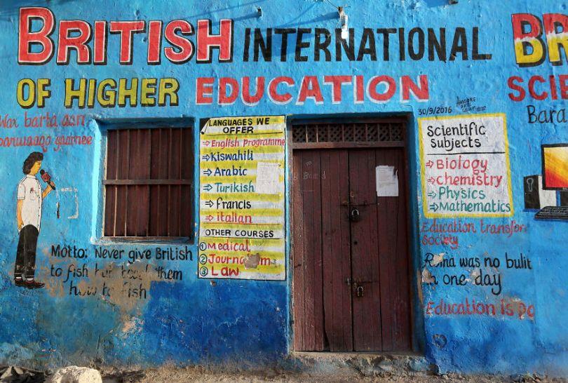 somalia hand painted storefronts 4 5cf4d7013e05e  880 - Você Sabia? Vitrines na Somália tem que ter desenhos