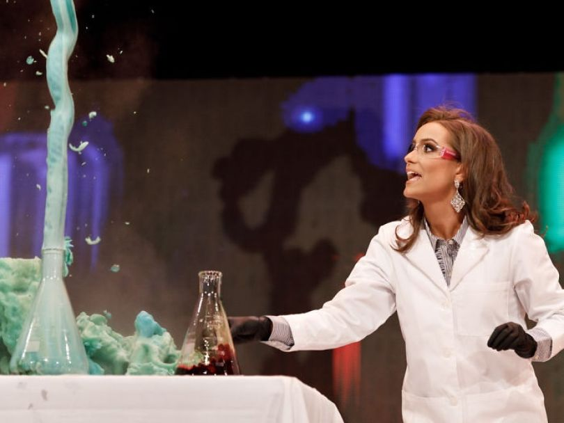miss virginia biochemist science experiment talent peagant winner camille schrier 12 5d1c5cf4e635f png  700 - Concorrente ao Miss Virginia faz experimento científico em pleno Concurso