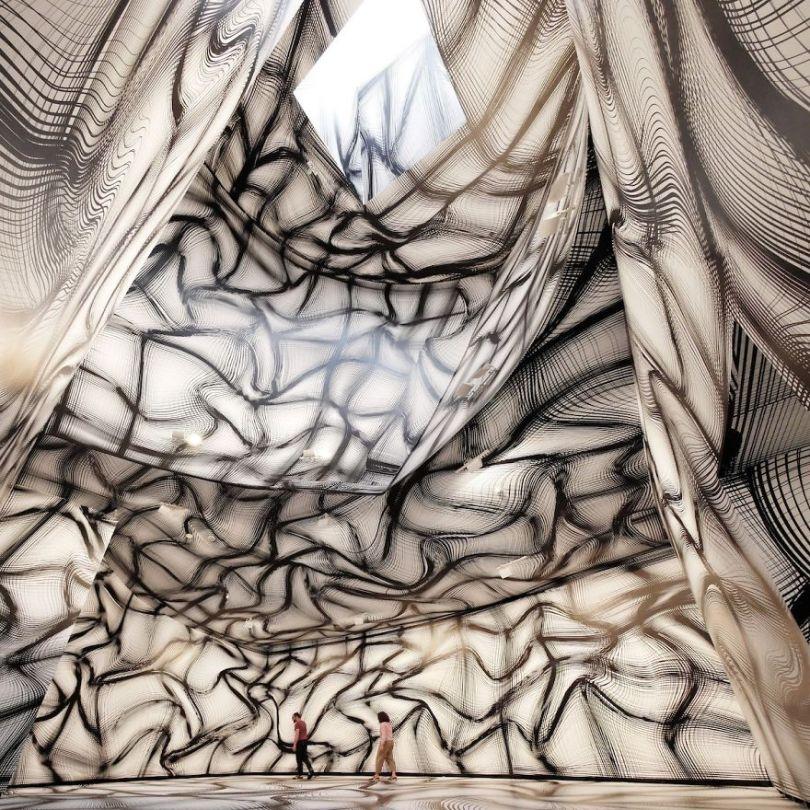 Peter Kogler 2018 Marta Herford 1 5d494e9691283 jpeg  880 - Mestre de instalação de arte e ilusões cria quartos hipnóticos