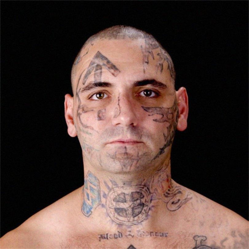 former racist nazi face tattoo removal bryon widner 4 5d4c000e624eb  605 - Relembre o ex-Skinhead que se arrependeu de suas tatuagens depois de ser pai