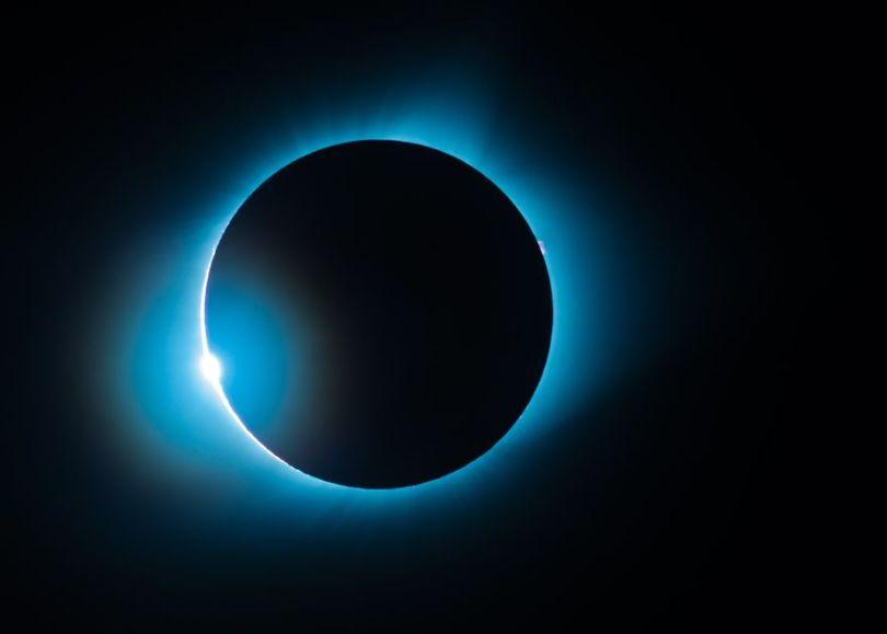 Eclipse solar total do anel de diamante