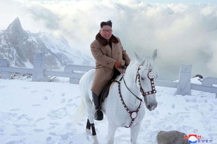 kim jong un 42 - Kim Jon-un e Vladmir Putin andaram juntos a cavalo?