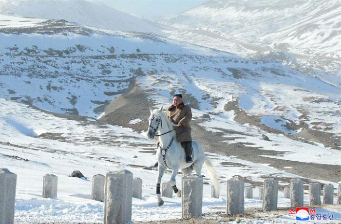kim jong un 45 - Kim Jon-un e Vladmir Putin andaram juntos a cavalo?