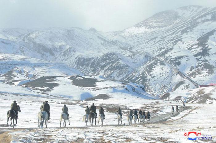 kim jong un 46 - Kim Jon-un e Vladmir Putin andaram juntos a cavalo?