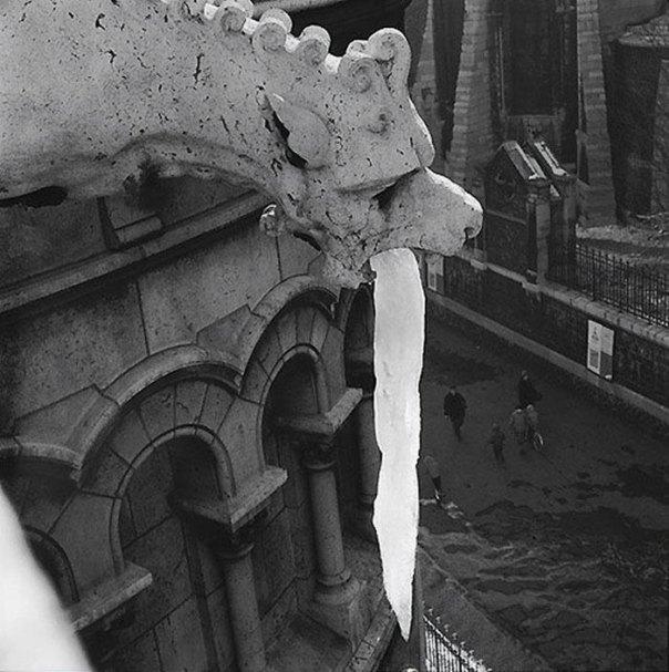 Gargoyle-Statues-Vomiting-Ice