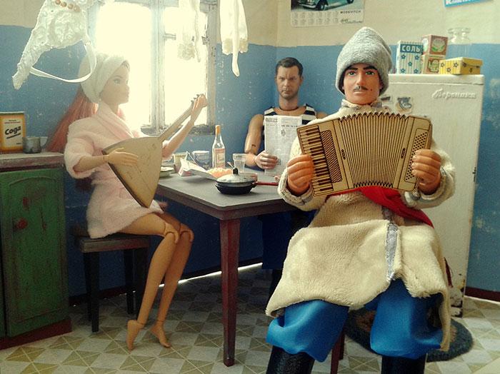slav barbie ken lara vychuzhanina 13 5de90de128ace  700 - Fotógrafo capturou como seria se Barbie e Ken vivessem na Rússia Soviética