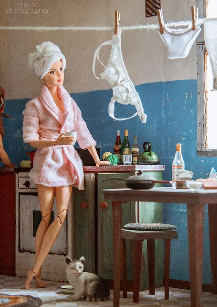 slav barbie ken lara vychuzhanina 4 5de90dcdd25a8  700 - Fotógrafo capturou como seria se Barbie e Ken vivessem na Rússia Soviética