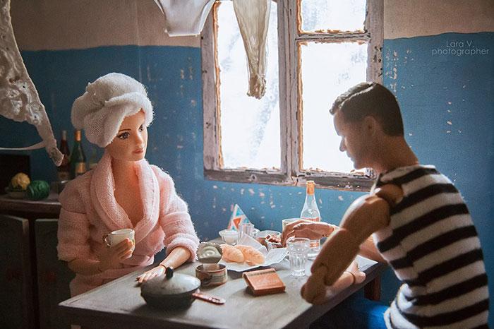 slav barbie ken lara vychuzhanina 7 5de90dd504b12  700 - Fotógrafo capturou como seria se Barbie e Ken vivessem na Rússia Soviética