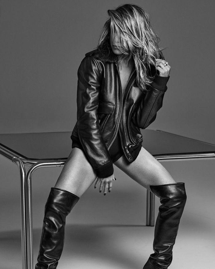 jennifer aniston 51st birthday photoshoot photos 6 5e43aecae83e5  700 - Cinquentona: Revista coloca sessão de fotos TOP da Jennifer Anistons em seu 51º aniversário