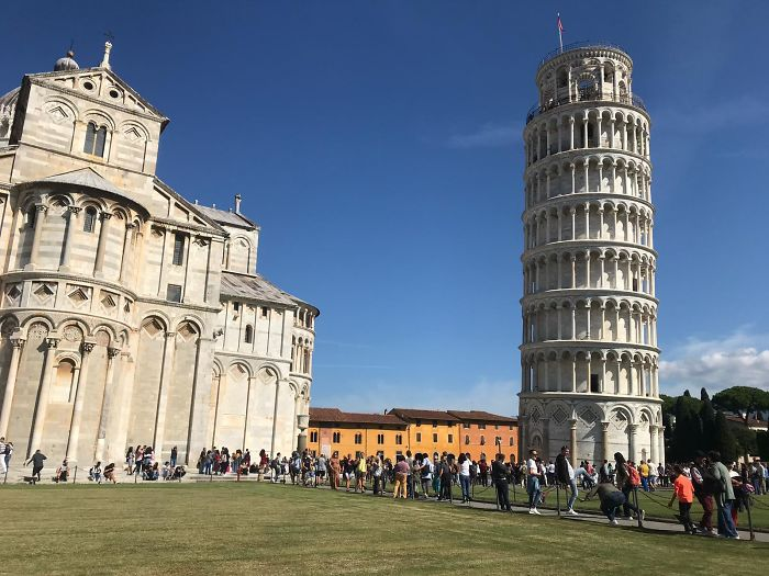 A Friend Of Mine Traveled To Italy And Managed To Take A Picture Of The Leaning Tower Of Pisa That Doesn't Show It Leaning