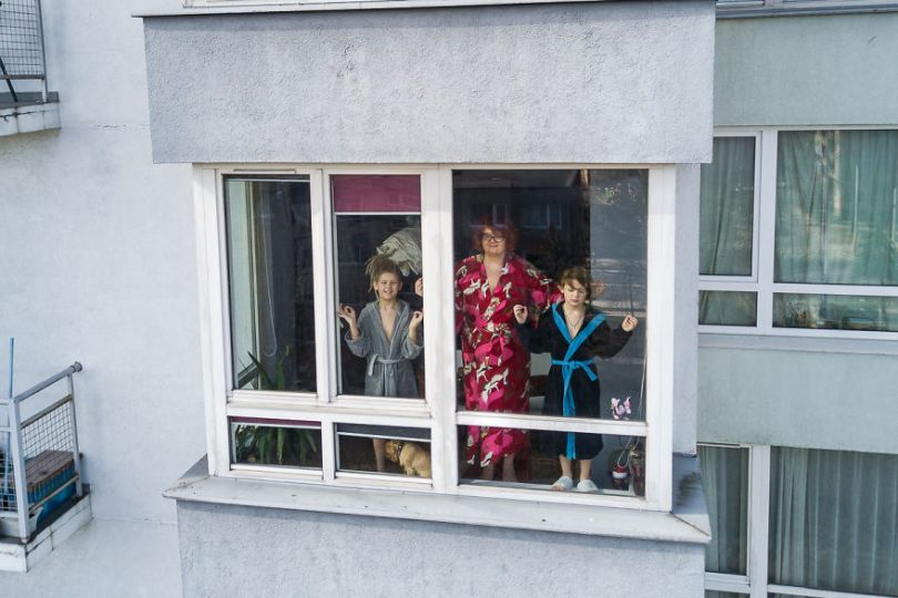 tasfotografaslt010 5e78f48faf29a  880 - Fotógrafo da Lituânia consegue trazer diversão durante a Quarentena
