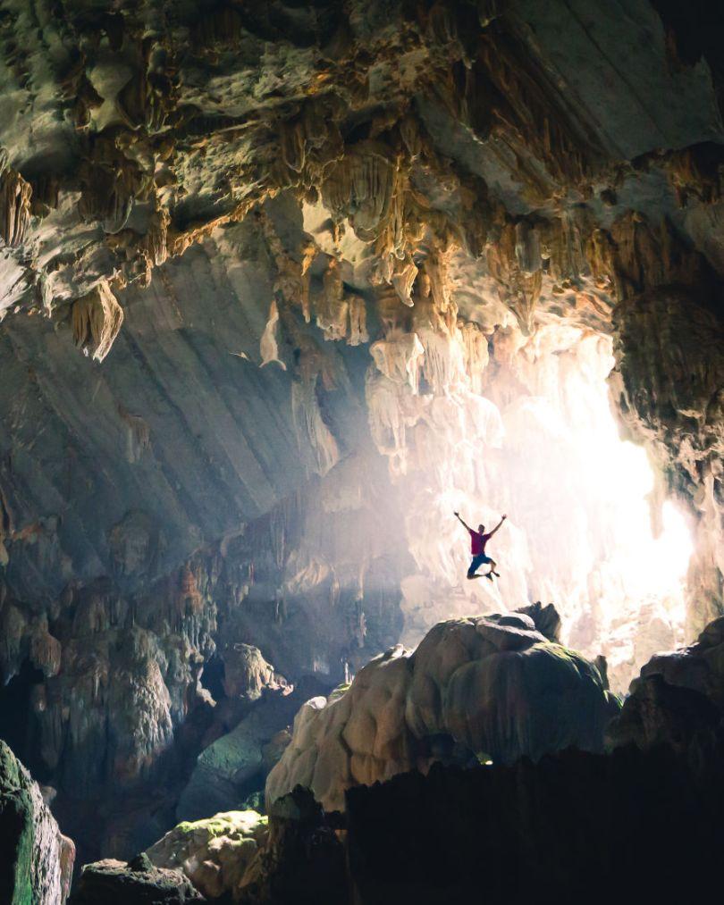 Exploring caves in Laos by johandroneadventures Belgium 5e8f3cc69ff79  880 - As 50 fotos profissionais mais alegres de 2020!