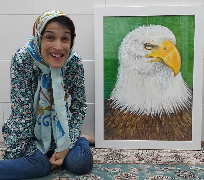 Iranian artist is thrilling the world by painting portraits with his feet 5ea6f8ba010d3  700 - Você não vai acreditar! Artista desafia a deficiência desenhando com o pé