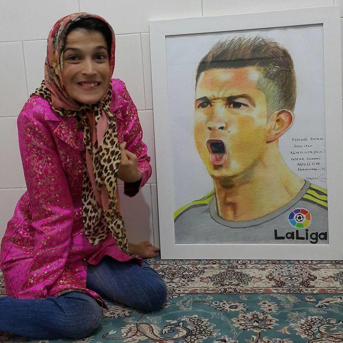 Iranian artist is thrilling the world by painting portraits with his feet 5ea6faf6478a1  700 - Você não vai acreditar! Artista desafia a deficiência desenhando com o pé
