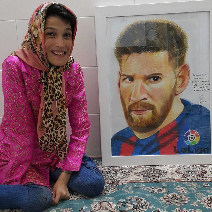 Iranian artist is thrilling the world by painting portraits with his feet 5ea6fafb81785  700 - Você não vai acreditar! Artista desafia a deficiência desenhando com o pé