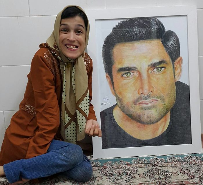 Iranian artist is thrilling the world by painting portraits with his feet 5ea6fb19be515  700 - Você não vai acreditar! Artista desafia a deficiência desenhando com o pé