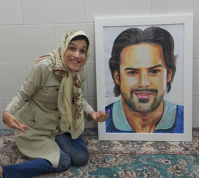 Iranian artist is thrilling the world by painting portraits with his feet 5ea6fb28029ad  700 - Você não vai acreditar! Artista desafia a deficiência desenhando com o pé