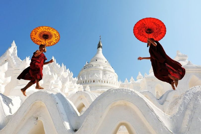 Little monks having fun by sakter Bangladesh 5e8f3d346e1ad  880 - As 50 fotos profissionais mais alegres de 2020!