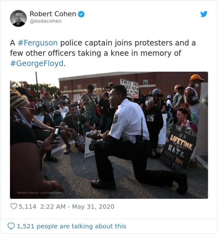 Капитан полиции присоединяется к протестующим