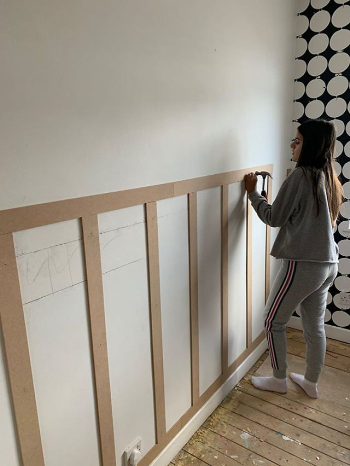 """Un dodicenne rinnova la casa familiare spendendo """"circa $ 100- $ 150"""",  mostra le abilità di un tuttofare professionista"""