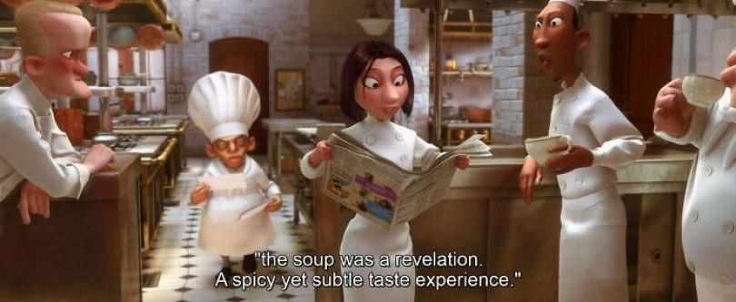 No jornal que os cozinheiros estão lendo, há um anúncio do mesmo banquinho de três degraus que o chef usa para vigiar a sala de jantar em Ratatouille